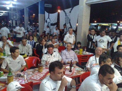 Loucos pelo Santos reunidos no Hospício em dia de jogo do Santos.