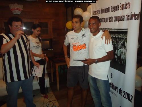 Wellington recebeu homenagem das mãos de Daniel Gonzalez (Membro da Resgate Santista e mentor do evento)