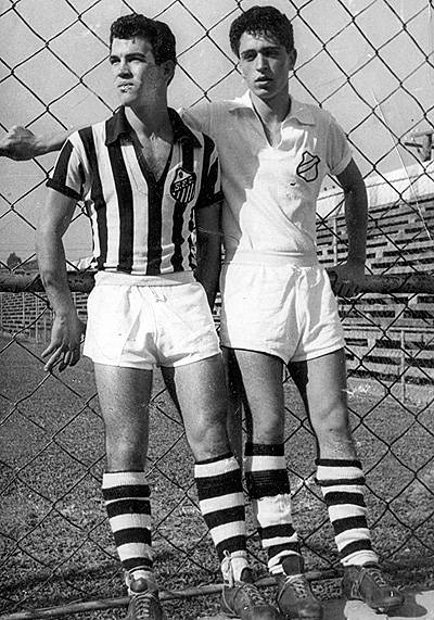 Ely Coimbra à direita desta belíssima foto, ao lado dele, Palacinho, que segundo Ely, foi um dos melhores jogadores que viu atuar.