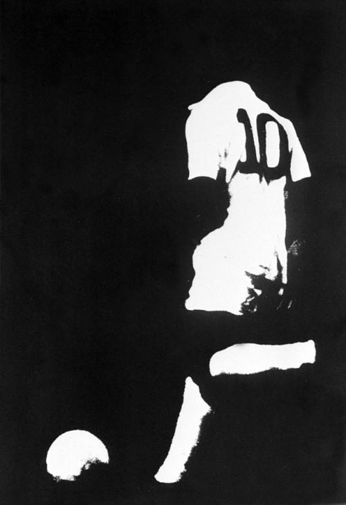 Rio de Janeiro. Ano de 1962. Vestido com a camisa 10 do Santos, Pelé domina a bola durante o Mundial de Clubes de 62 na primeira partida contra o Benfica (Portugal), no estádio do Maracanã, zona norte do Rio. Foto: Domício Pinheiro/AE