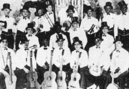 Bloco Flor do Ambiente, com seus violões, no carnaval santista de 1931Foto: Encarte D.O. Urgente, Santos/SP, fevereiro de 1990