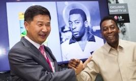 Pelé esteve na Digital Experience, evento da LG que exibe os principais lançamentos da empresa para 2013, entre eles o lançamento do novo aplicativo.