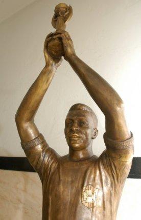 Estatua Pele - Fonte Nova - Blog DNA Santastico