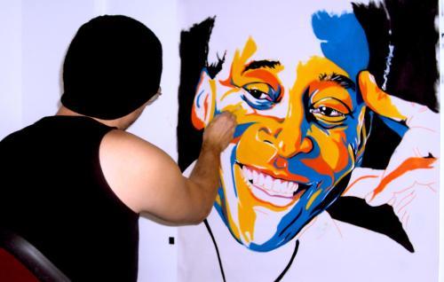 Maurity trabalhando em sua obra de arte