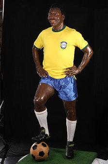 Estátua de cera; objetos do acervo pessoal de Pelé estão reunidos no livro 'As joias do rei', de Celso de Campos Jr. - Leo Feltran/Divulgação