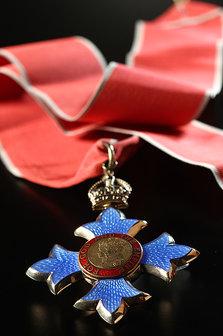 Medalha entregue pela rainha Elizabeth II; objetos do acervo pessoal de Pelé estão reunidos no livro 'As joias do rei', de Celso de Campos Jr. - Leo Feltran/Divulgação
